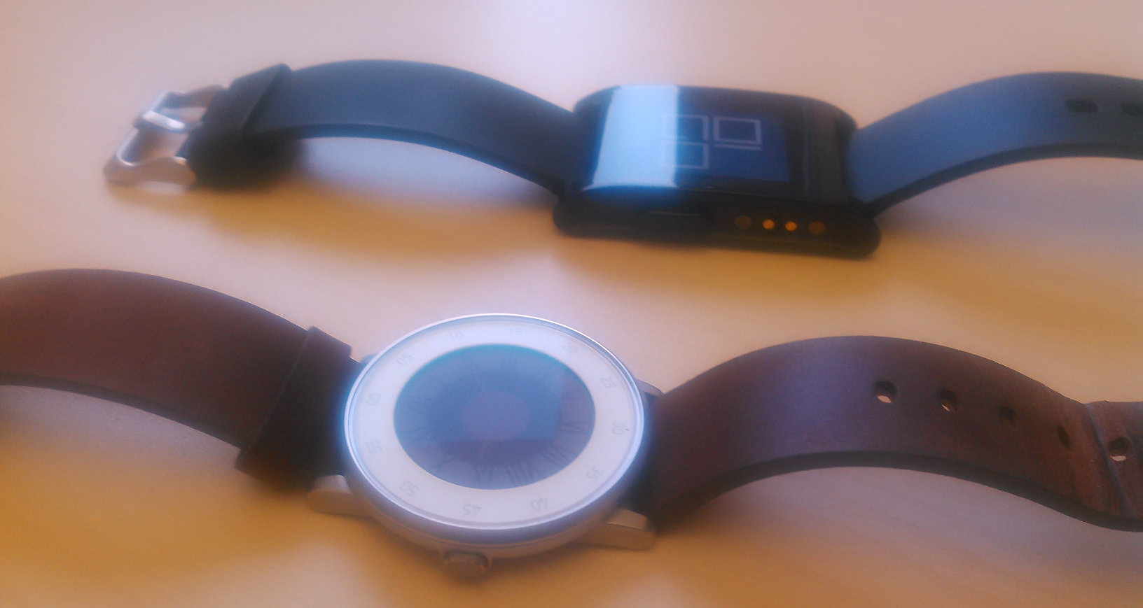 Pebble Classic (above) and Pebble Time Round (below)